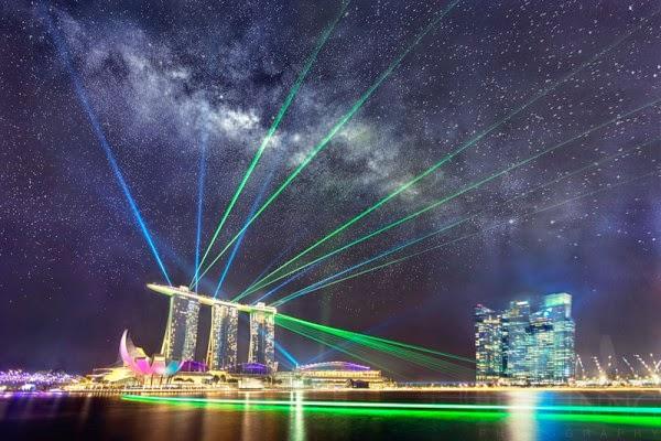 FOTO: Bentangan Bima Sakti dan Pertunjukan Laser di Langit Singapura