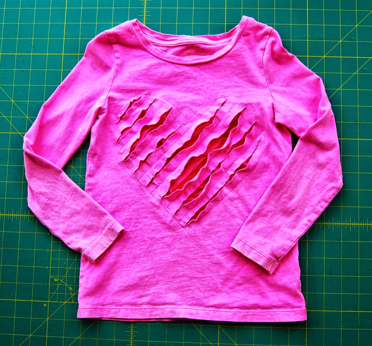 http://roonieranching.blogspot.com/2015/01/shredded-heart-t-shirt-sewing-tutorial.html
