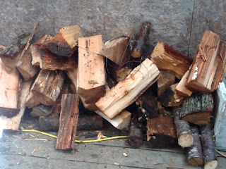 A messy wood pile