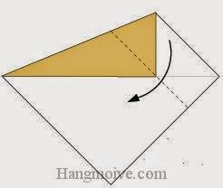 Bước 3: Gấp chéo cạnh tờ giấy xuống dưới.