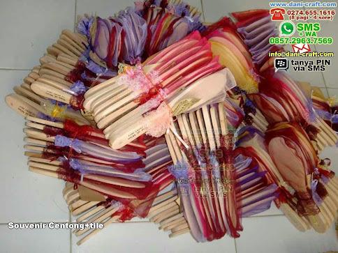Souvenir Centongtile Kayu Ambon
