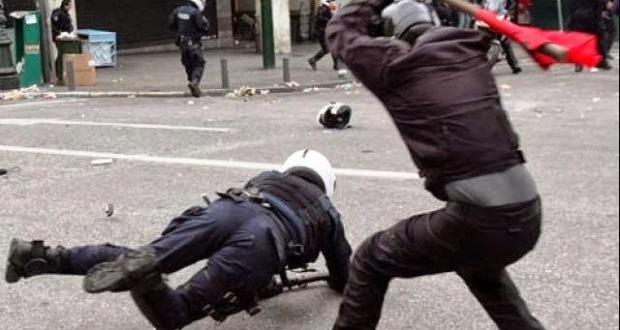 Κουκουλοφόροι αναρχικοί «μαύρισαν» στο ξύλο τον Διοικητή της Τροχαίας στο κέντρο της Αθήνας!