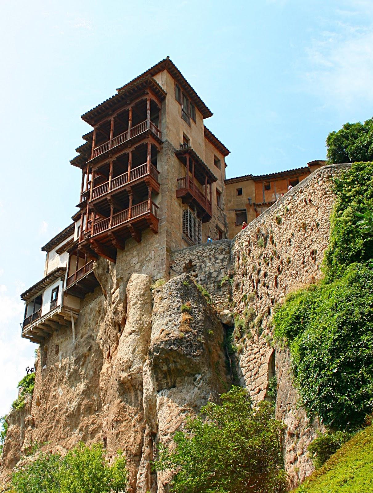 Pix grove hanging houses of cuenca spain - La casa de madera valencia ...