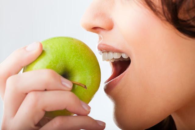 jabłko zdrowe dla zębów