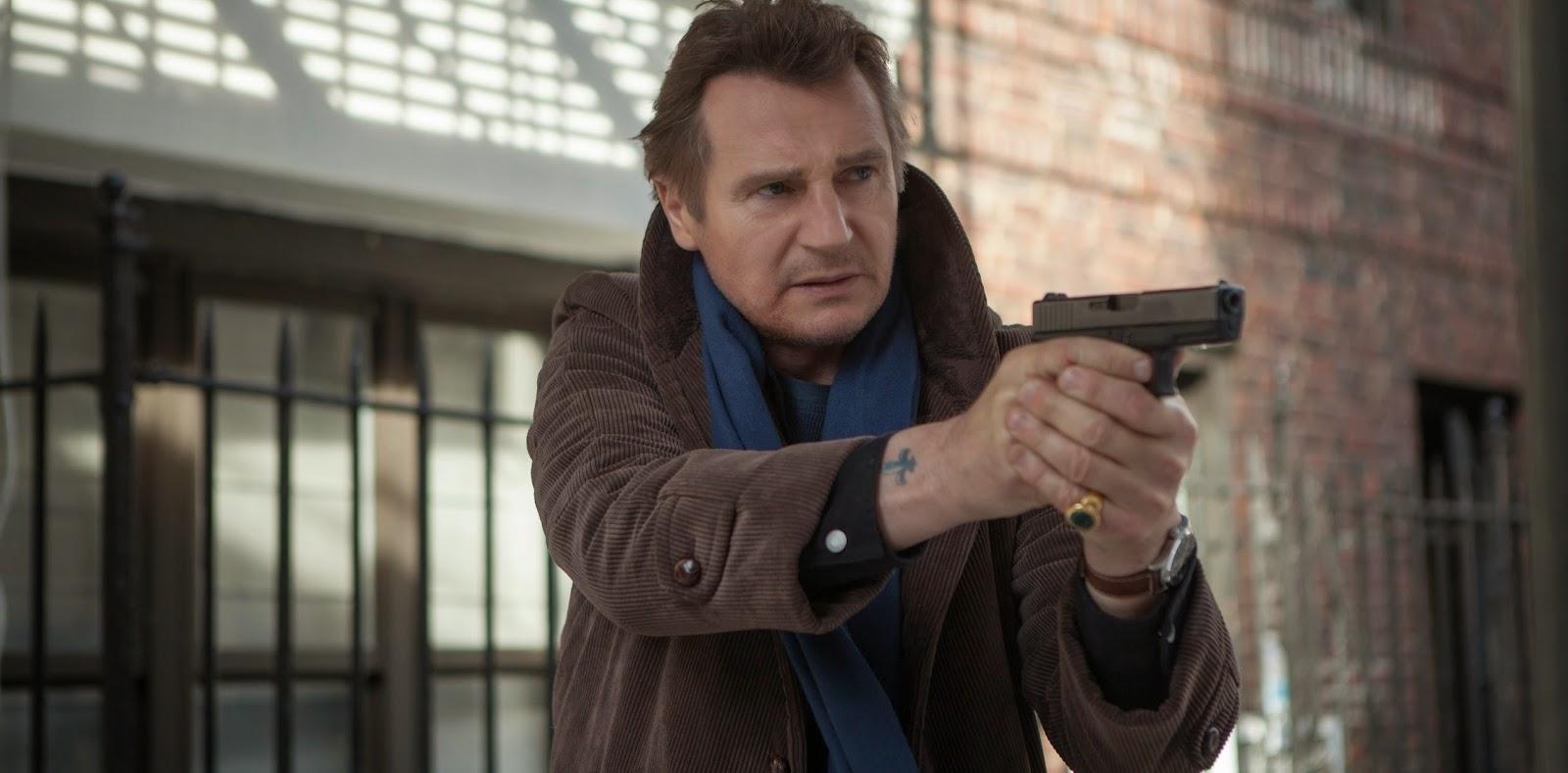 Liam Neeson em imagens e clipes inéditos do thriller policial A Walk Among the Tombstones