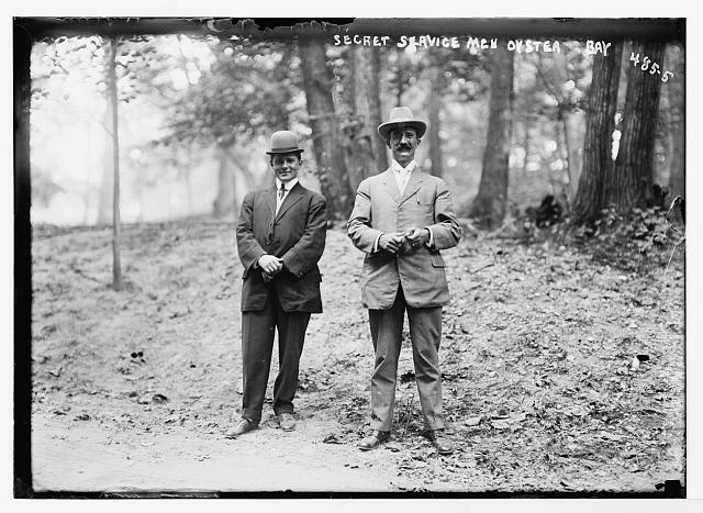 Secret Service men at Roosevelt Home, Oyster Bay, New York 1908