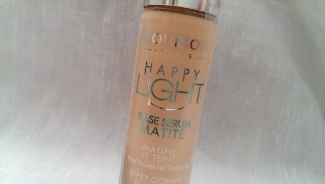 Bourjois happy light base serum in matte