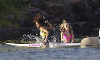 Market on the lovely beach at St. Barts on Friday, December 11, 2015 for the paddle boarding session and the photographer cameras whose mission was to follow: Behati Prinsloo, 26, appeared perfect in a pink bikini, while Sara Sampaio, 24, decided flawless in a yellow bikini.