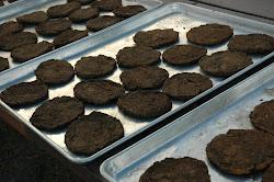 Las galletas deben golpearse unas con otras y cuando suenan huecas están listas.