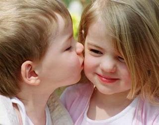 صور اطفال رومانسية
