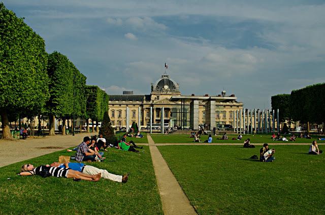 Le Champ-de-Mars et l'École militaire poze frumoase Paris