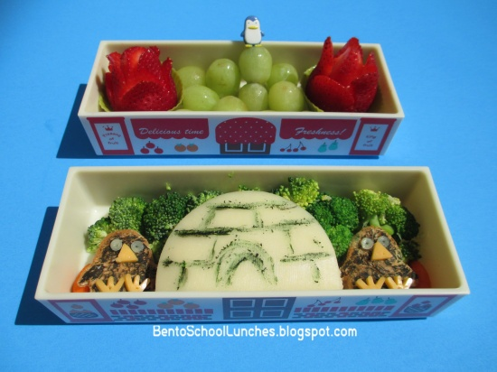 bento school lunches review modes4u bento box penguins igloo bento lunch. Black Bedroom Furniture Sets. Home Design Ideas