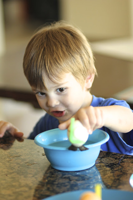 Tate dye-ving his easter egg
