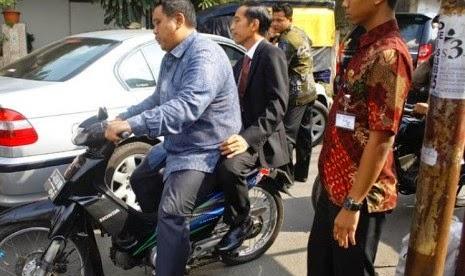 Dibonceng Motor tak Pakai Helm, Jokowi Dikecam Netizen