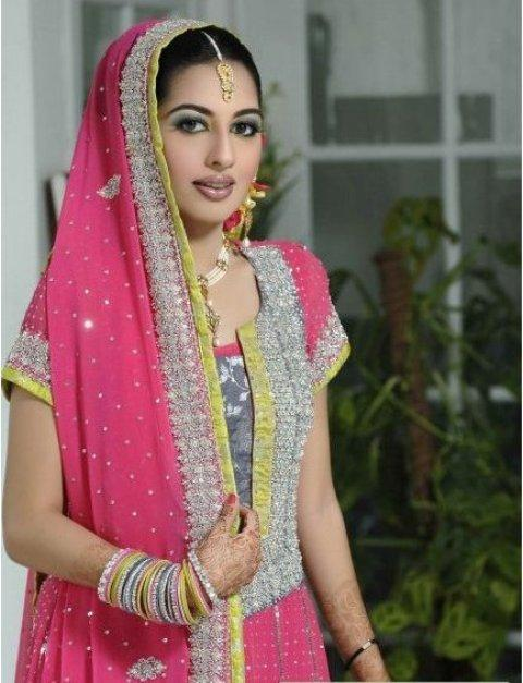 Girls-Mehndi-Dresses-2012
