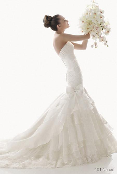 cinderella wedding dress inspiration pretty wedding bouquet