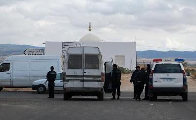 Des membres des forces spéciales tunisiennes patrouillent dans le secteur du djebel Chambi, le 12 décembre 2012, à la recherche d'islamistes armés.