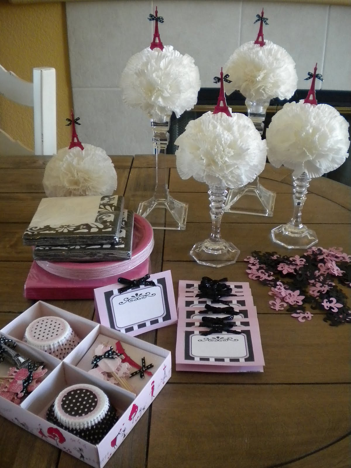 Shabby brocante table decrations for lucie 39 s paris party - French themed table decorations ...