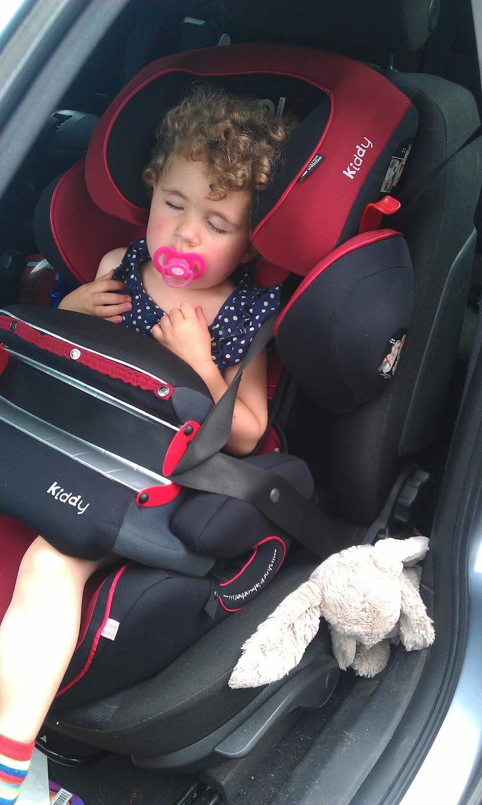 Со скольки лет можно сажать ребенка на переднее сиденье авто 2