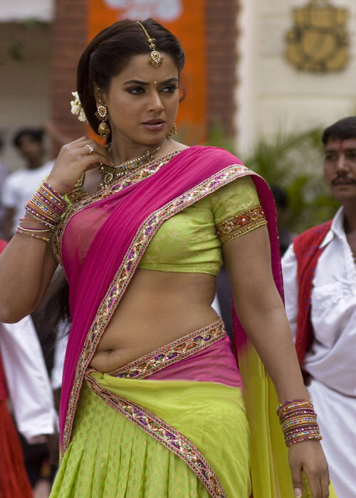 Fashion Buster: Bollywood Latest Saree Blouse Trands