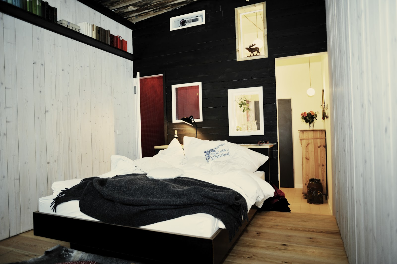the artsy voyager 4 cool places to stay in berlin. Black Bedroom Furniture Sets. Home Design Ideas