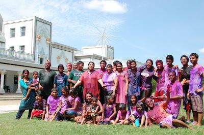 Siddheshvari Didi, disciple of Shree Kripalu Ji Maharaj, leads youth camp in Austin