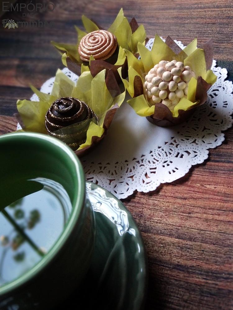 Forminhas girassol feitas em papel de seda
