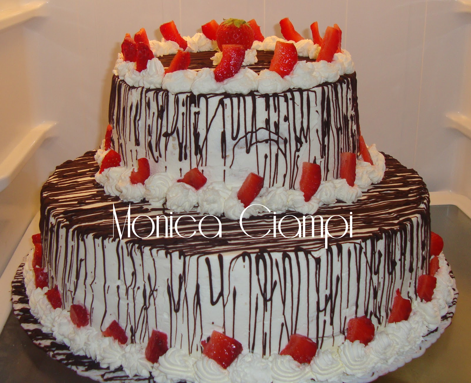 Torta panna e fragole sweet boutique for Piani a due piani in florida