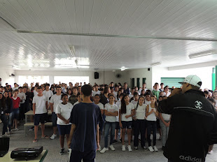 Rap do chaves ao vivo na escola adelaide konder