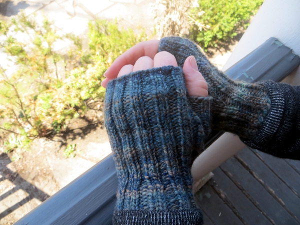 fingerless gloves, Churmouse Yarns and Teas