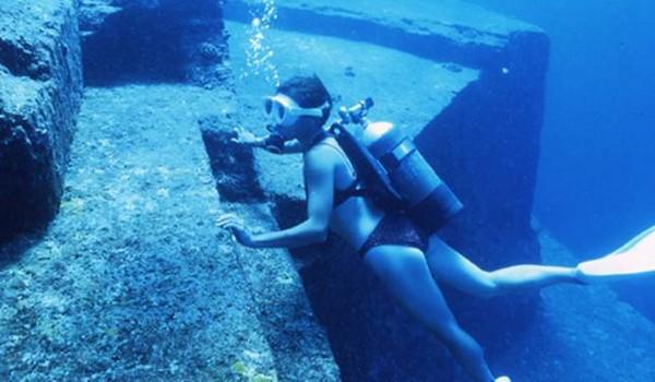Ruinas bajo el agua (Japón)
