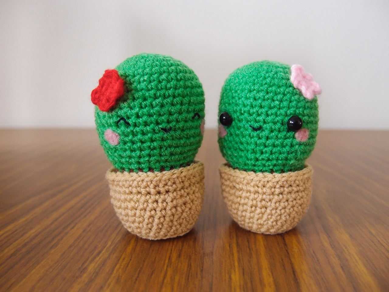 Amigurumi Cactus Pattern : Cactus Amigurumis for Friends ~ Snacksies Handicraft Corner