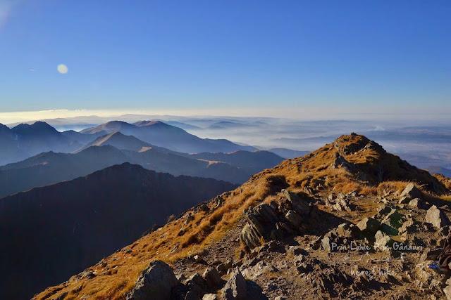 negoiu-peak-hike-negoiu