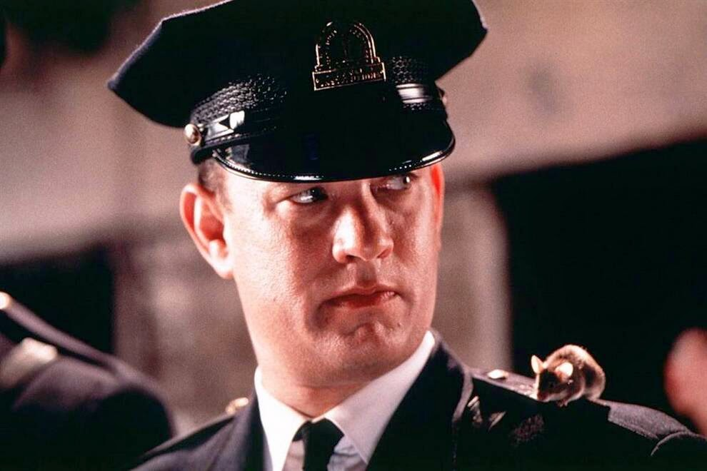 "Хэнкс сыграл роль охранника в фильме «Зеленая миля»,  Hanks played the role of a security guard in the movie ""The Green Mile"""