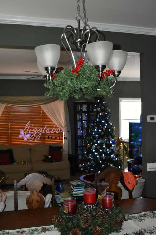 A simple and elegant way to decorate the dinning room chandelier decorating a dinning room chandelier for christmas simple and elegant way to decorate a chandelier aloadofball Images