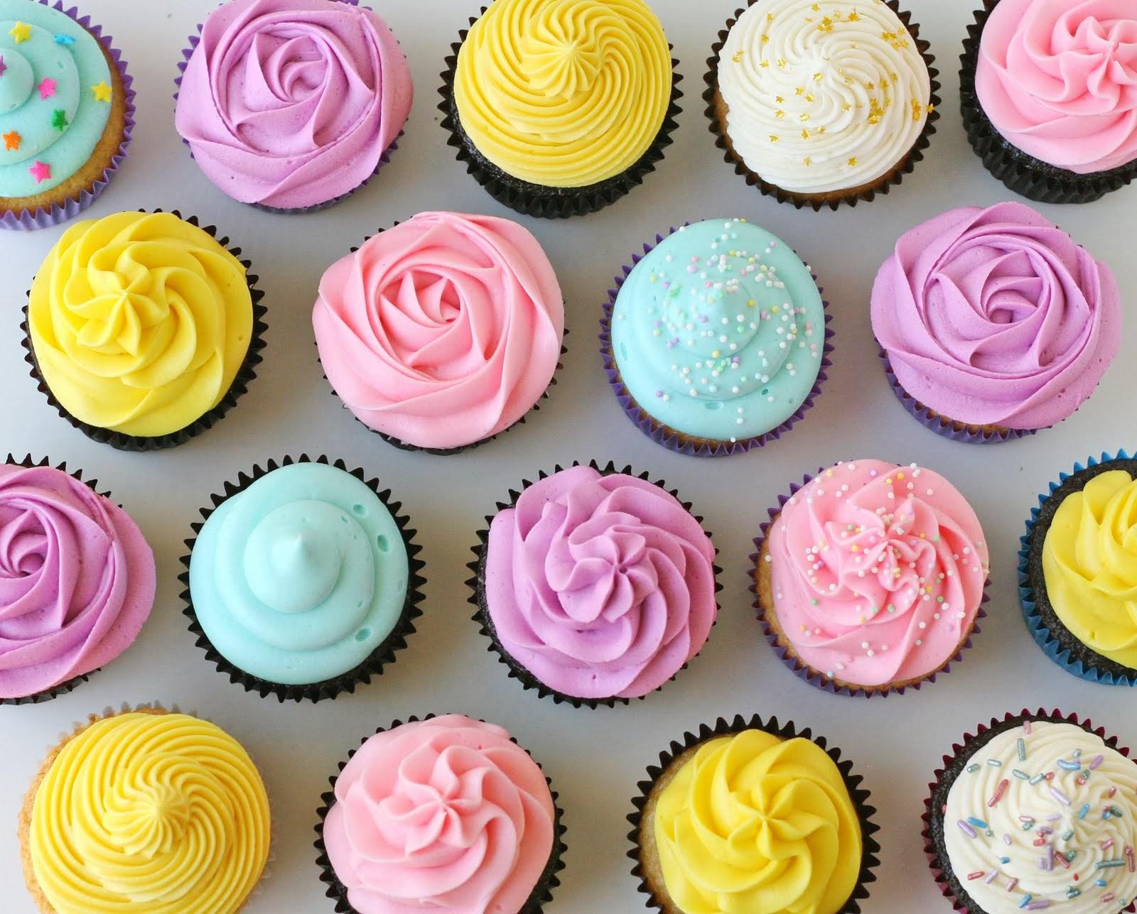 Cupcake Decorating Ideas Butter Icing : Cobertura para Cupcakes (Cupcake frosting) - Amando ...