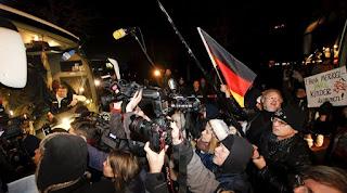 Η Γερμανία να κλείσει τα σύνορά της για τους πρόσφυγες λέει υπουργός της Μέρκελ