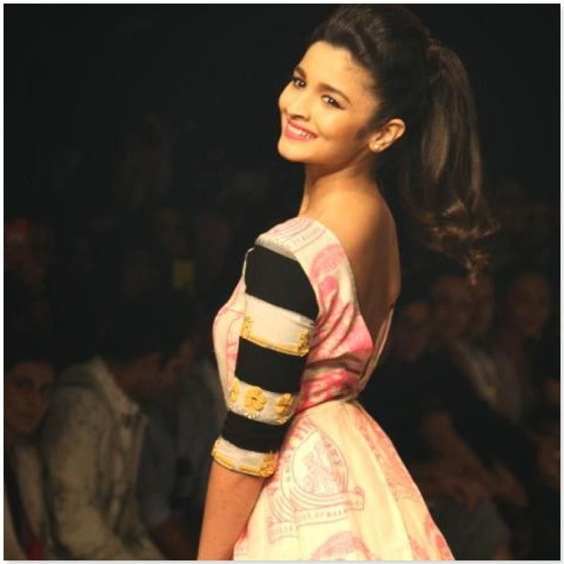 Alia Bhatt looks very sexy and hot unseen pics on ramp