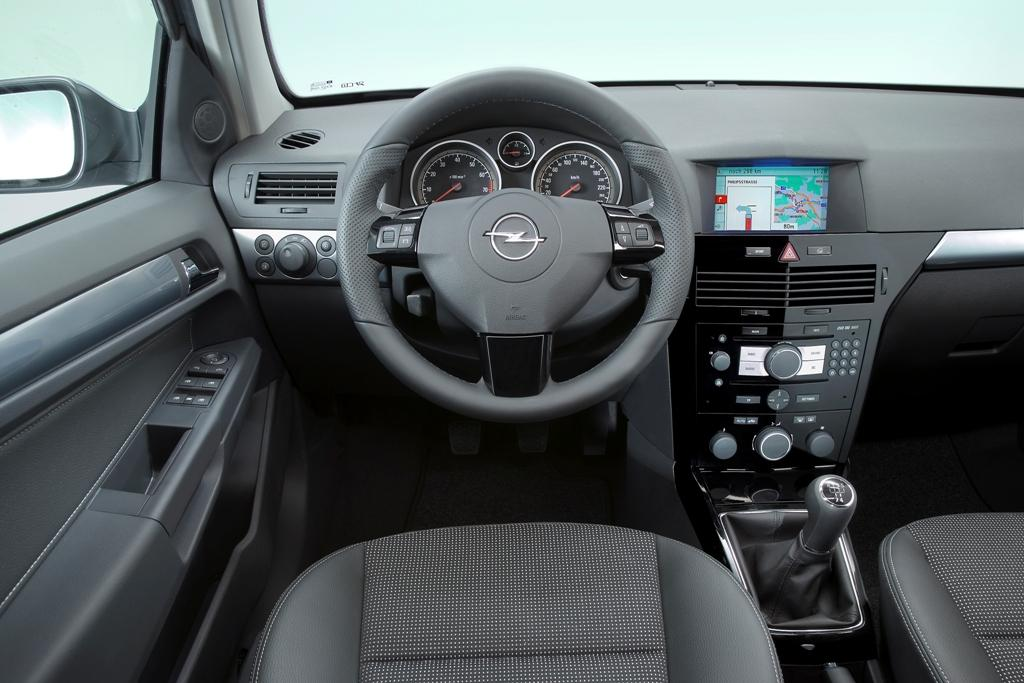 Www emocionalvolante blogspot com opel astra family for Opel astra h interieur