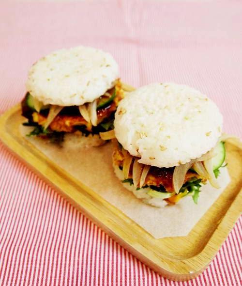 Vietnamese Food - Hamburger Cơm Kẹp Gà Chiên