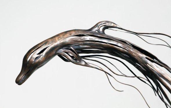 Kang Sung Hoon  esculturas de animais ao vento com tiras de metal Golfinho
