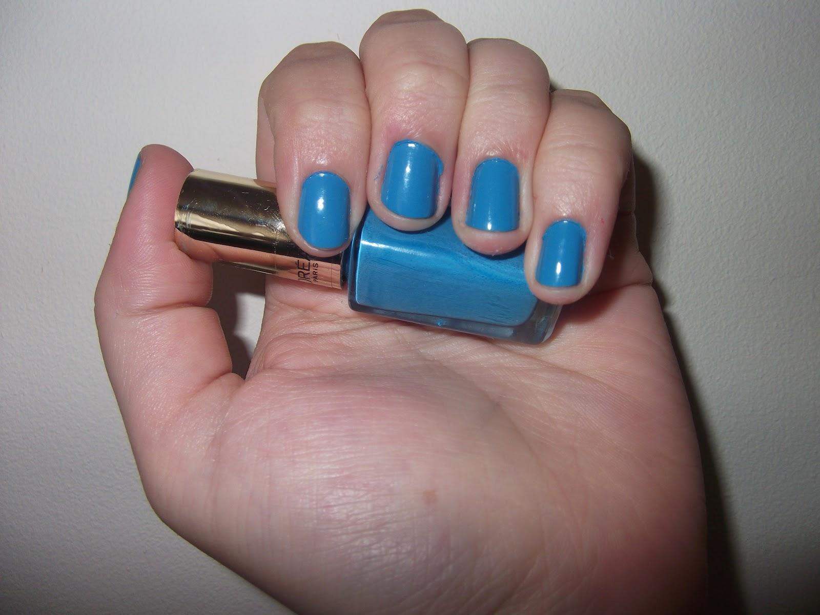 Best Endeavour: Nails: L\'Oreal Color Riche Sky Fits Heaven 611