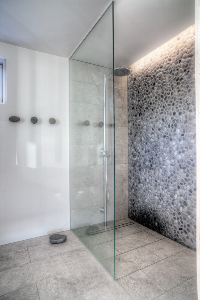 Glass shower cabin