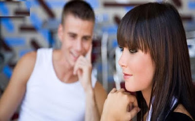 كيف تعبر لشخص عن اعجابك به الحب والاعجاب رجل ينظر لفتاة بنت لاى امرأة man looking to girl woman love like attracted love romance
