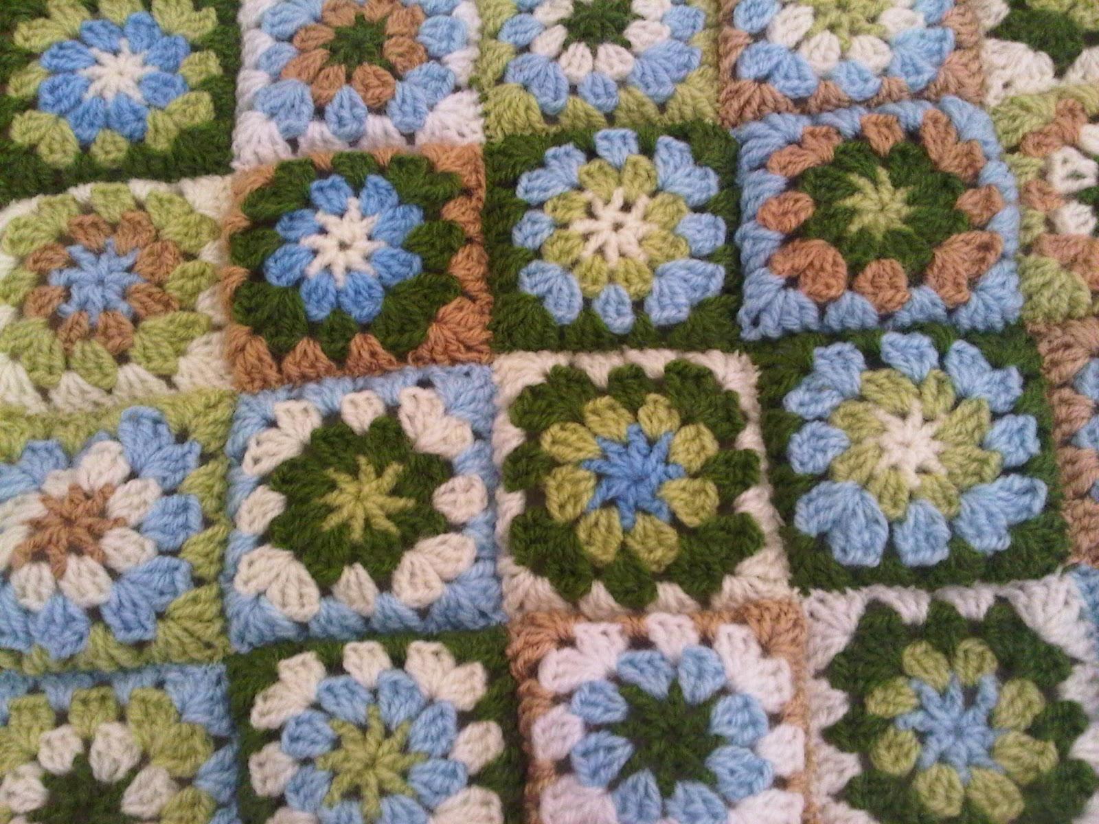 Manta crochet verde con manos - Mantas de crochet a cuadros ...