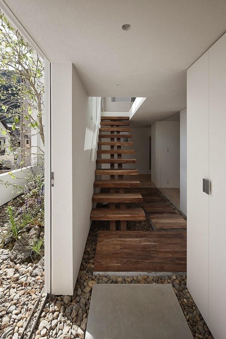 Casas minimalistas y modernas escaleras modernas - Casas con escaleras interiores ...