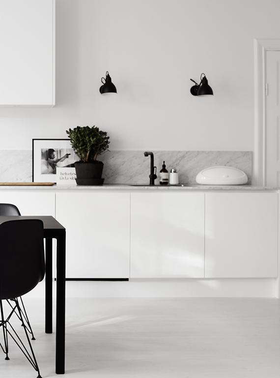 Superbe Black Wall Light Fixture In The Kitchen | Image By Kristofer Johnsson Via  Residence