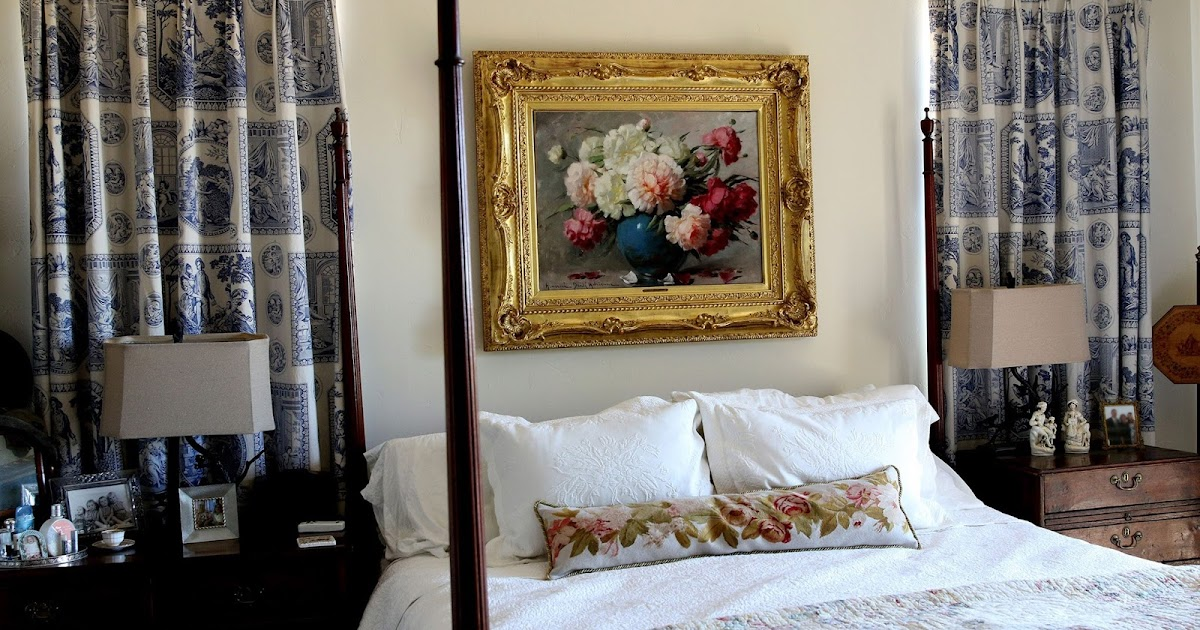 Antique style decorating with antiques in a bedroom for Antiques decoration