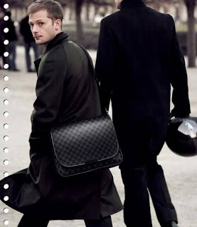 Men's bag emphasizes the social status