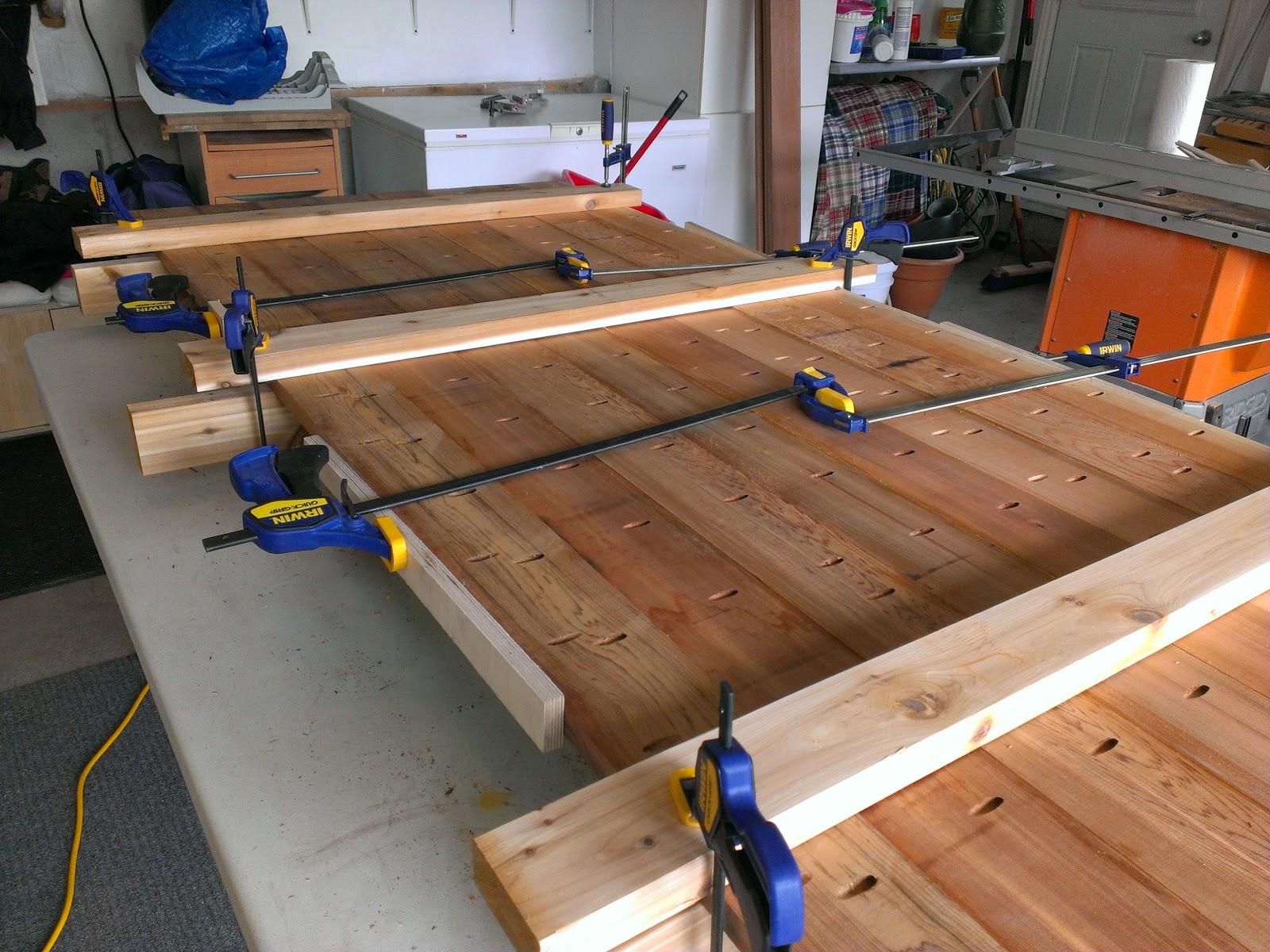 Table de patio en c dre - Fabriquer table scie circulaire ...
